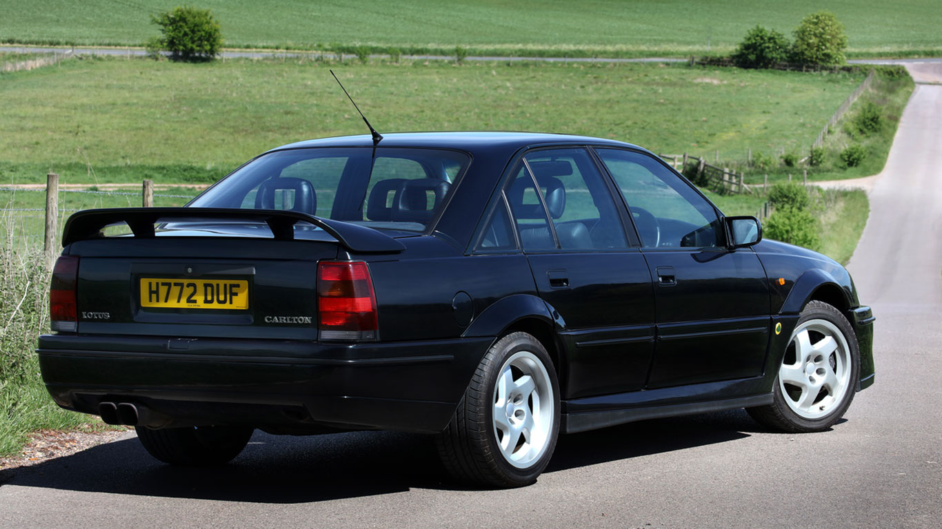 lotus carlton vs sierra cosworth working class heroes sierra cosworth or lotus carlton working. Black Bedroom Furniture Sets. Home Design Ideas
