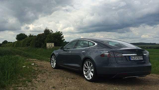 MR_Tesla_Model_S_Richard_Aucock_001