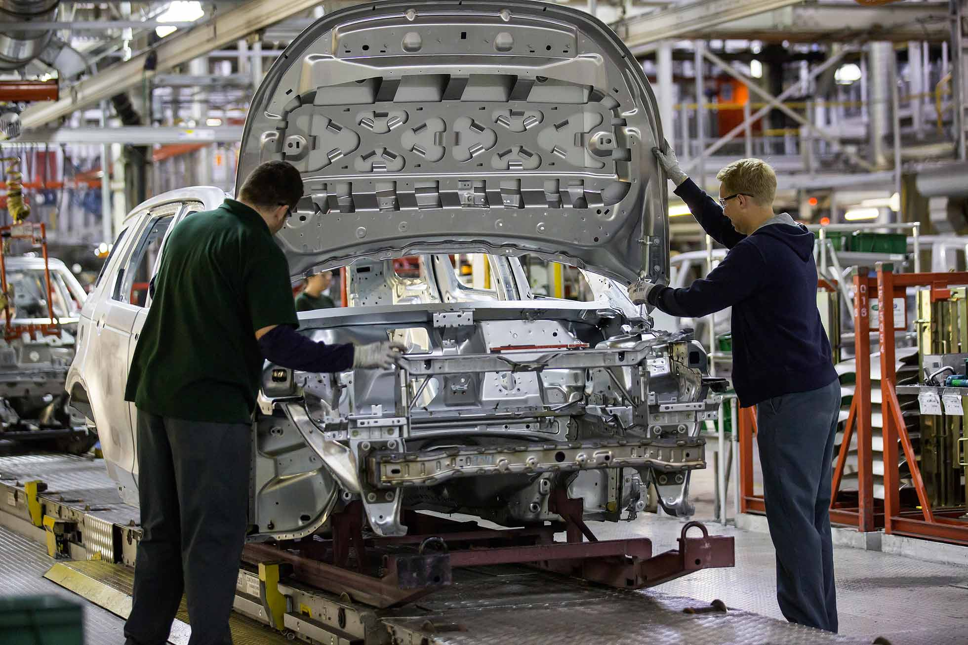 Land Rover Discovery Sport production line