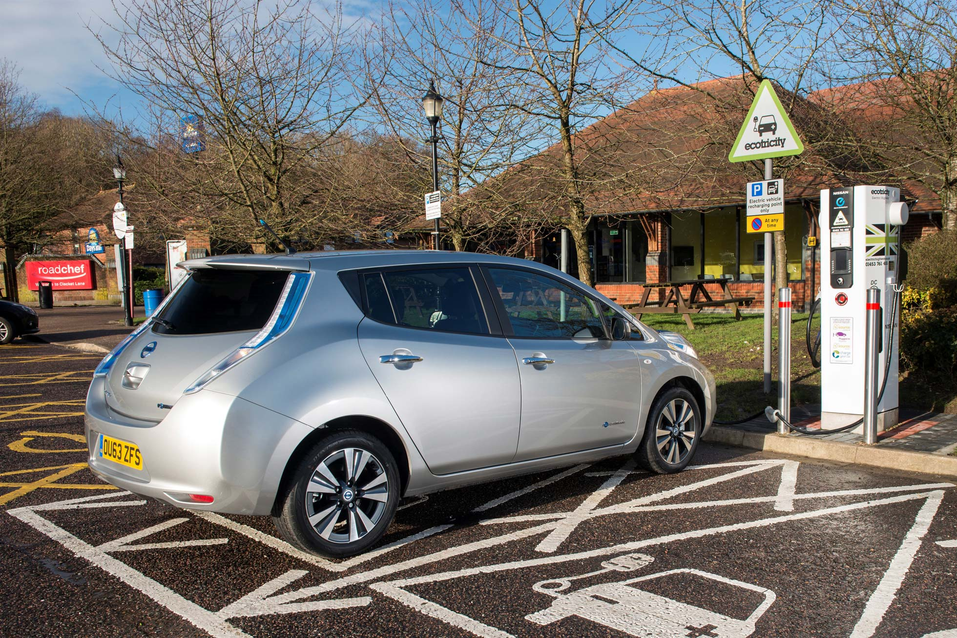 UK drivers divided over increase in electric car charging points