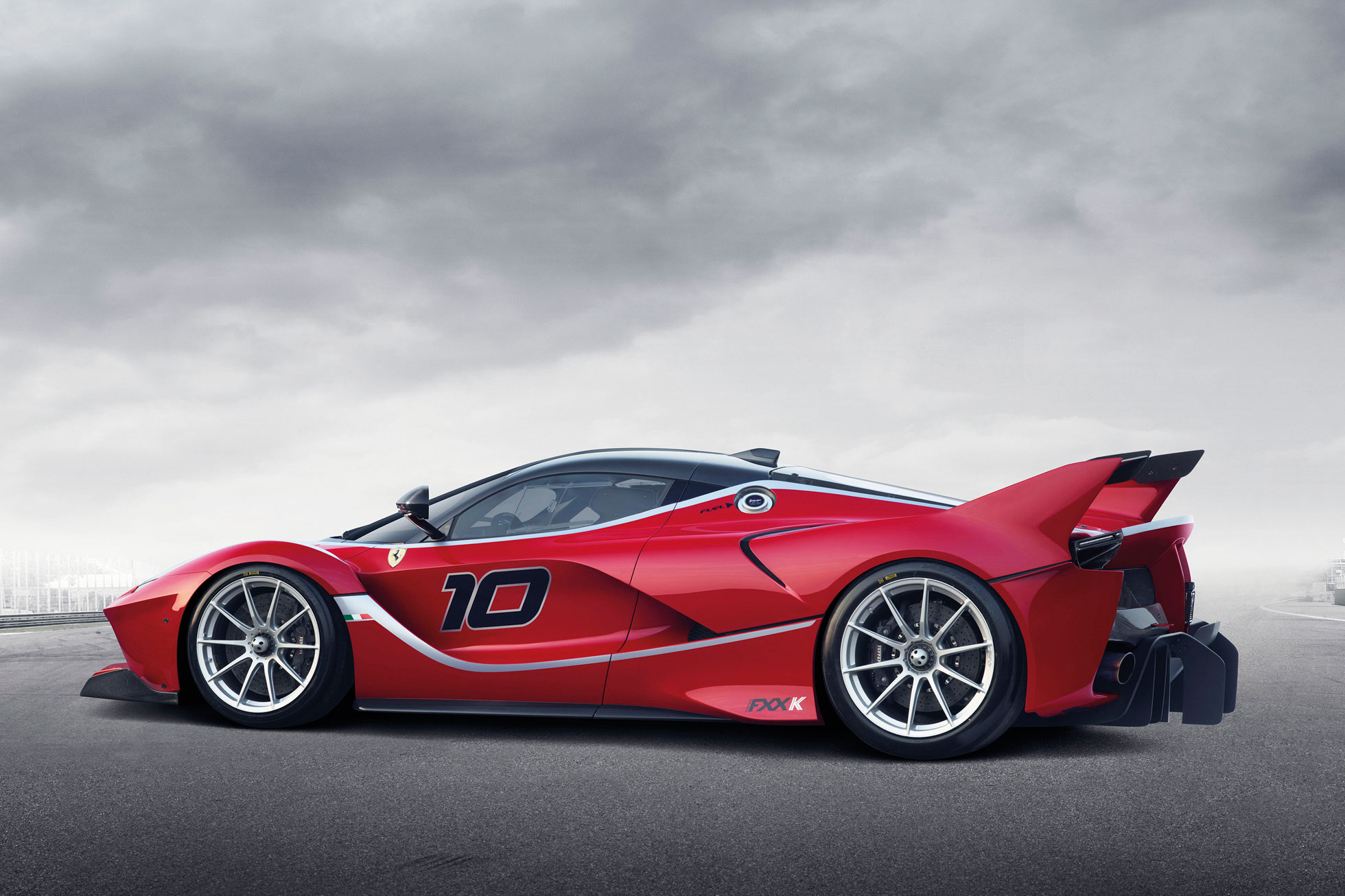 http://www.motoringresearch.com/wp-content/uploads/2014/12/Ferrari_FXX_K_2.jpg