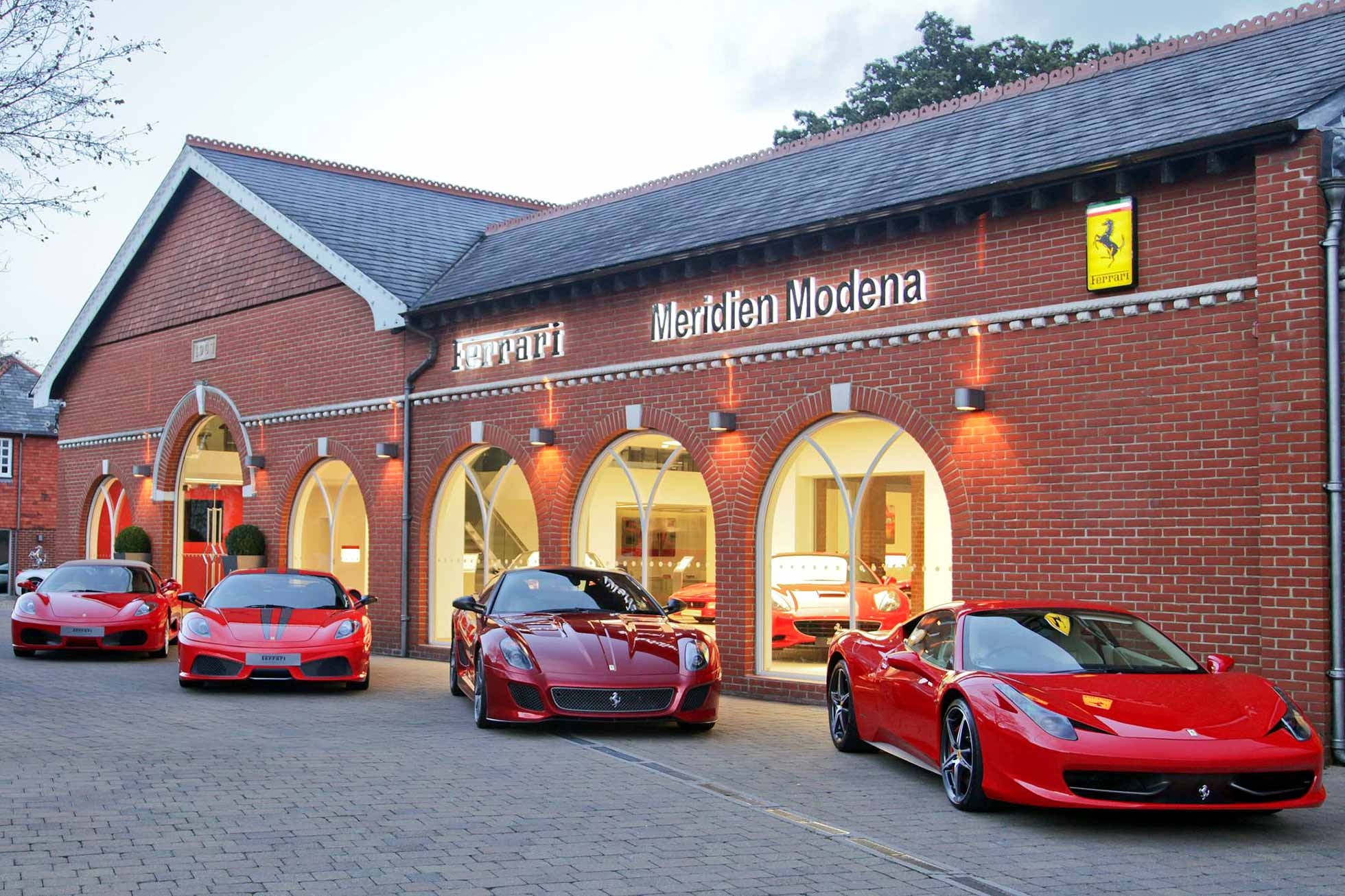 uk ferrari dealer wins best showroom in the world prize. Black Bedroom Furniture Sets. Home Design Ideas
