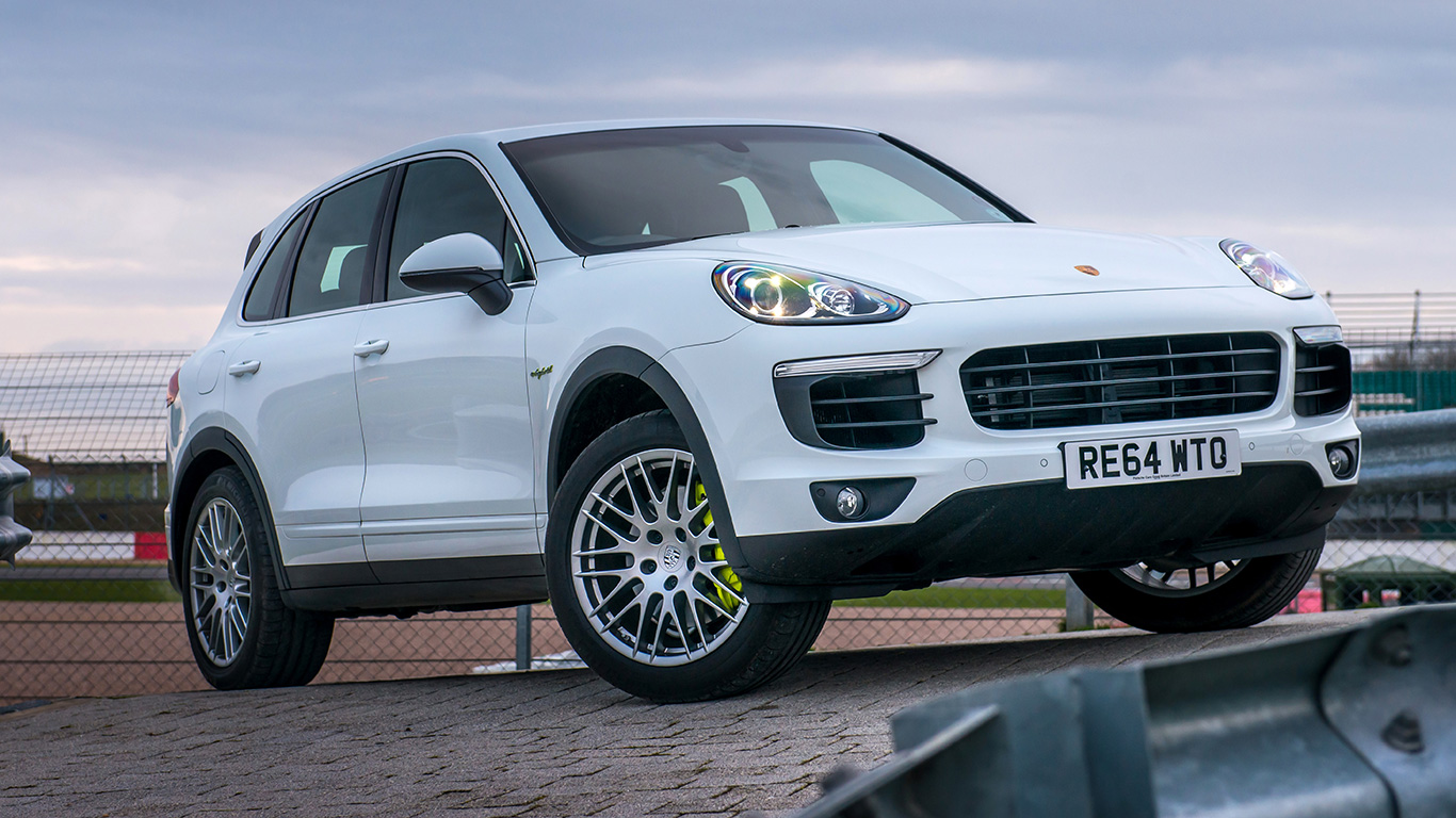 porsche cayenne s e hybrid 2015 uk review motoring research. Black Bedroom Furniture Sets. Home Design Ideas