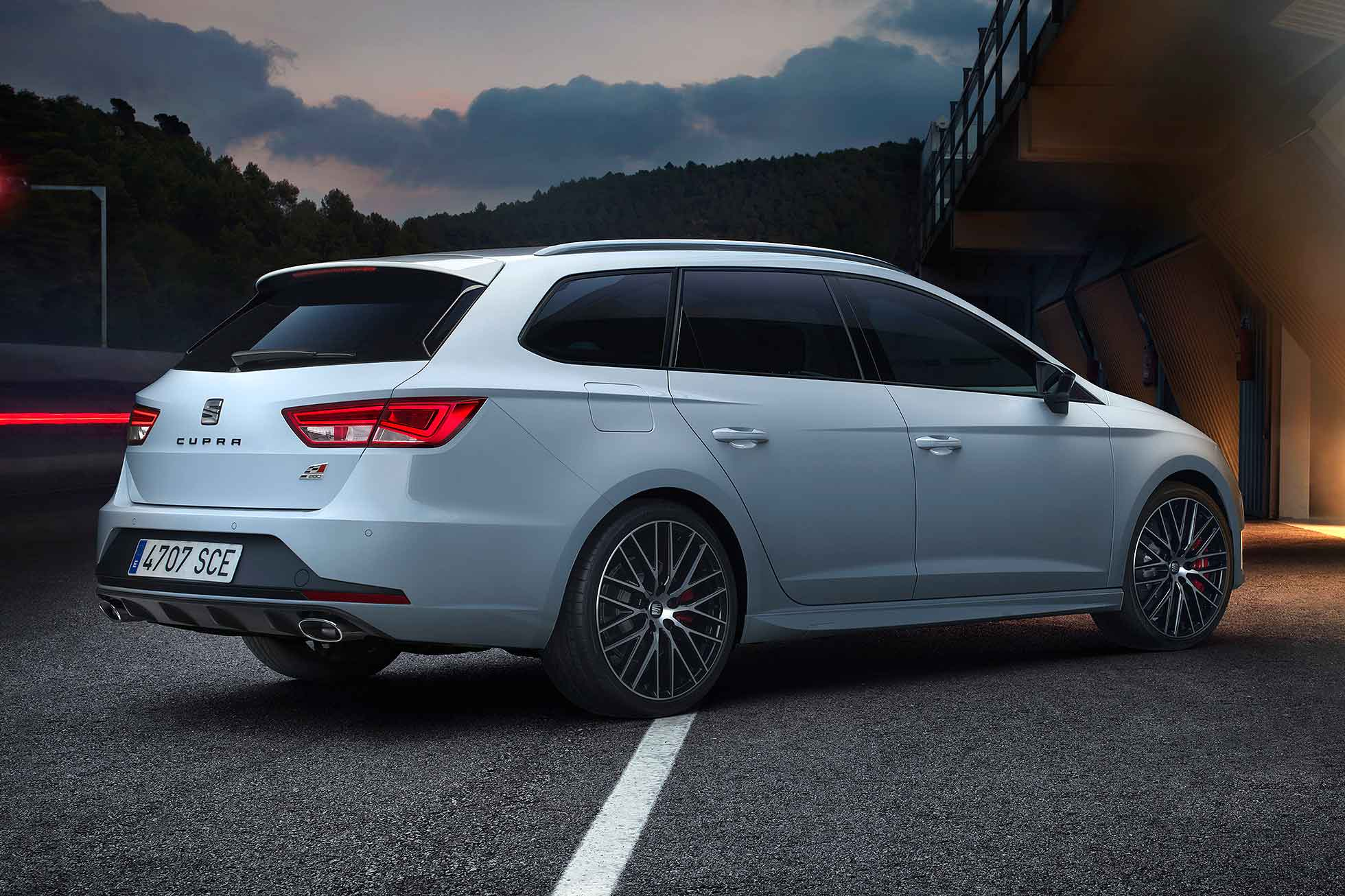 seat leon st cupra 280 hot estate revealed motoring research. Black Bedroom Furniture Sets. Home Design Ideas
