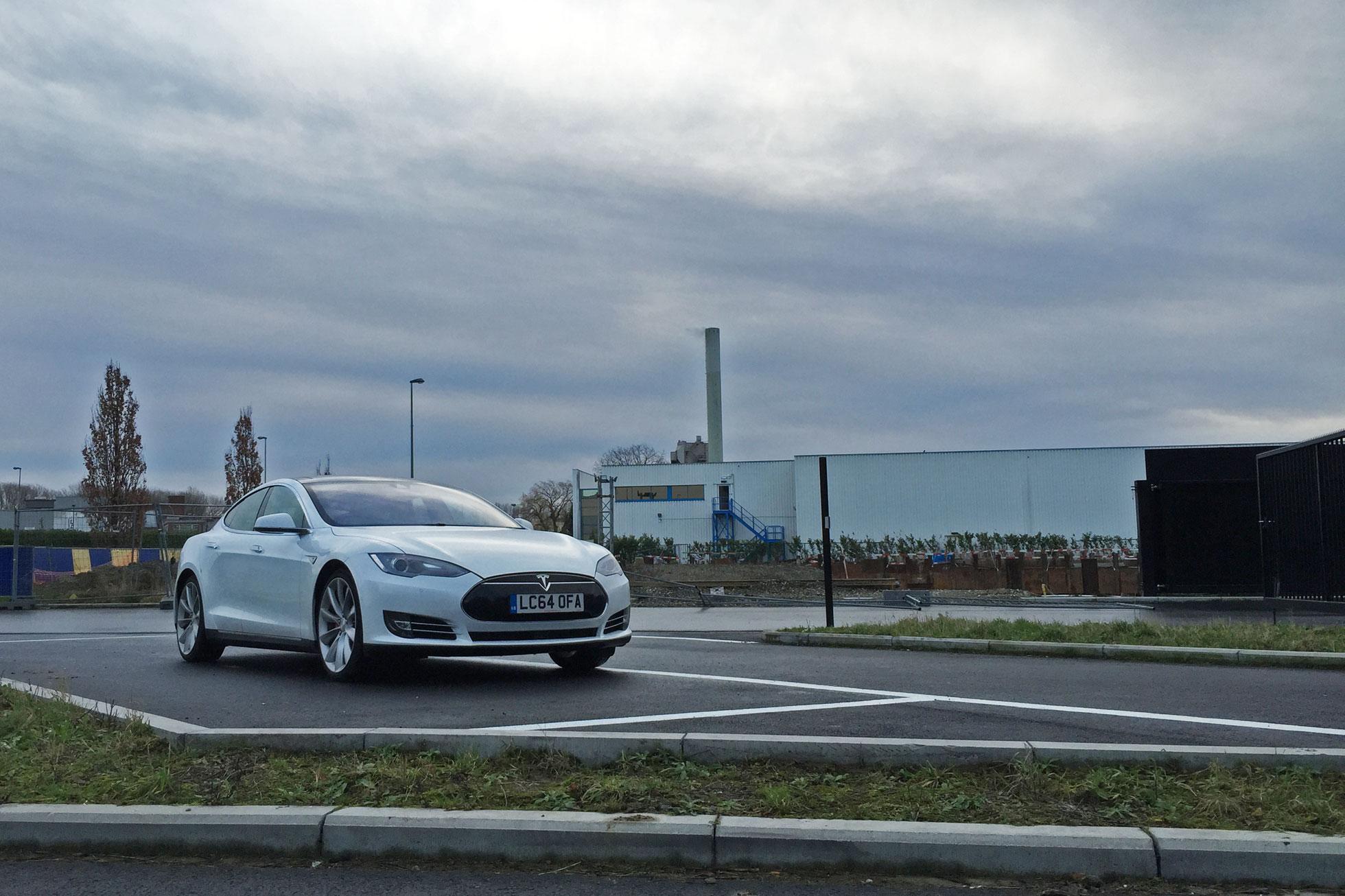 54_Tesla_Model_S_Motoring Research