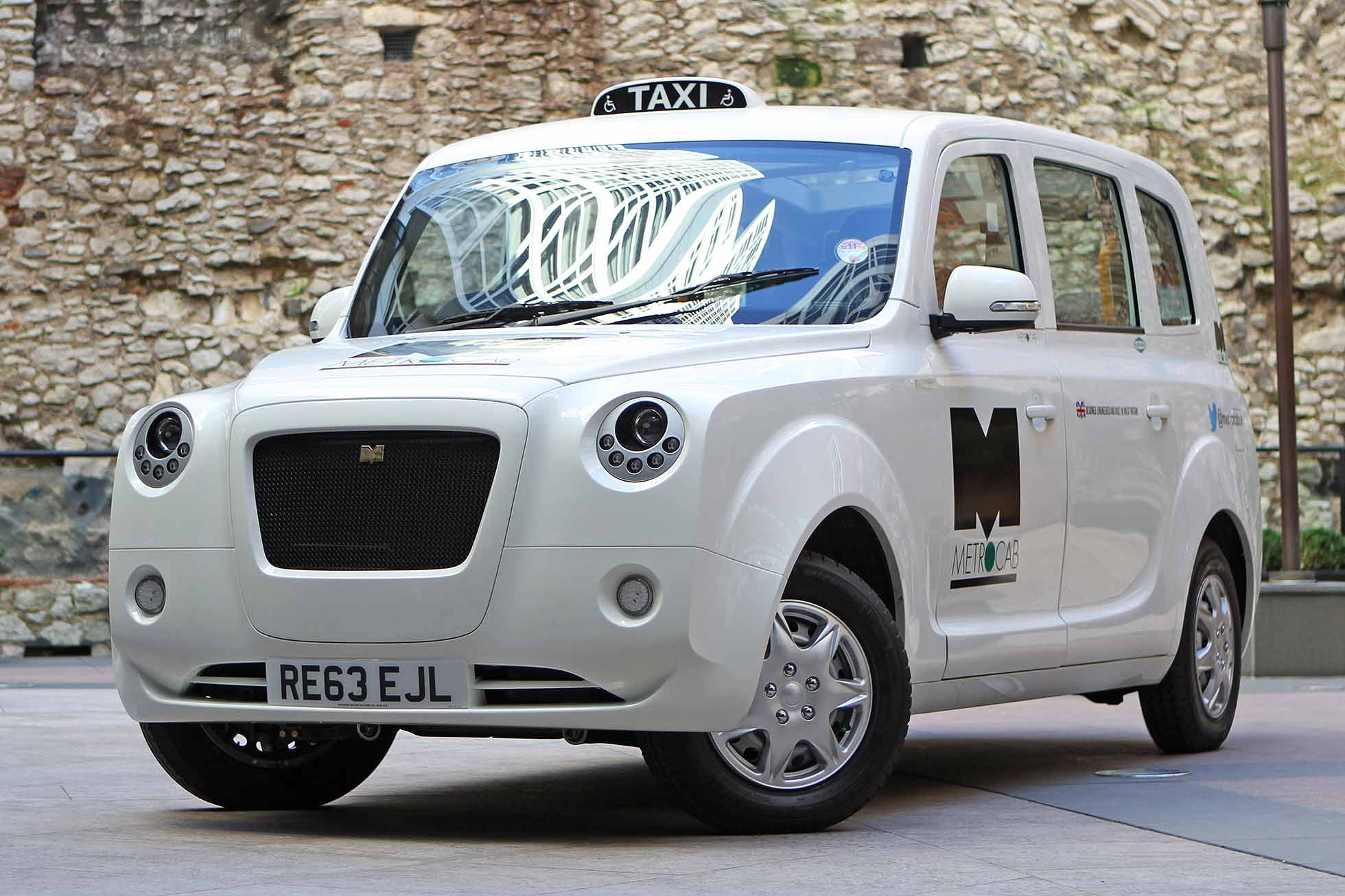 World S First Range Extender Taxi On Trial In London