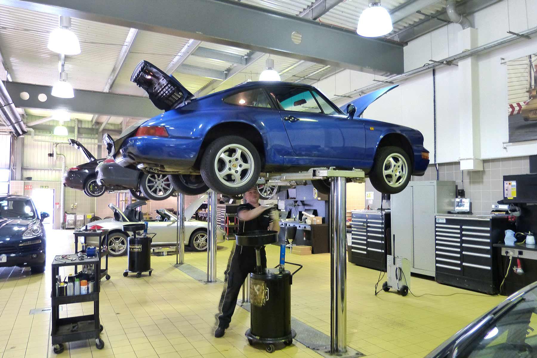 Porsche 911 Carrera 4 Peter Burgess