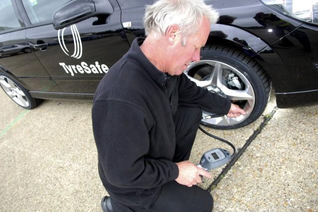 Tyre-pressure-check