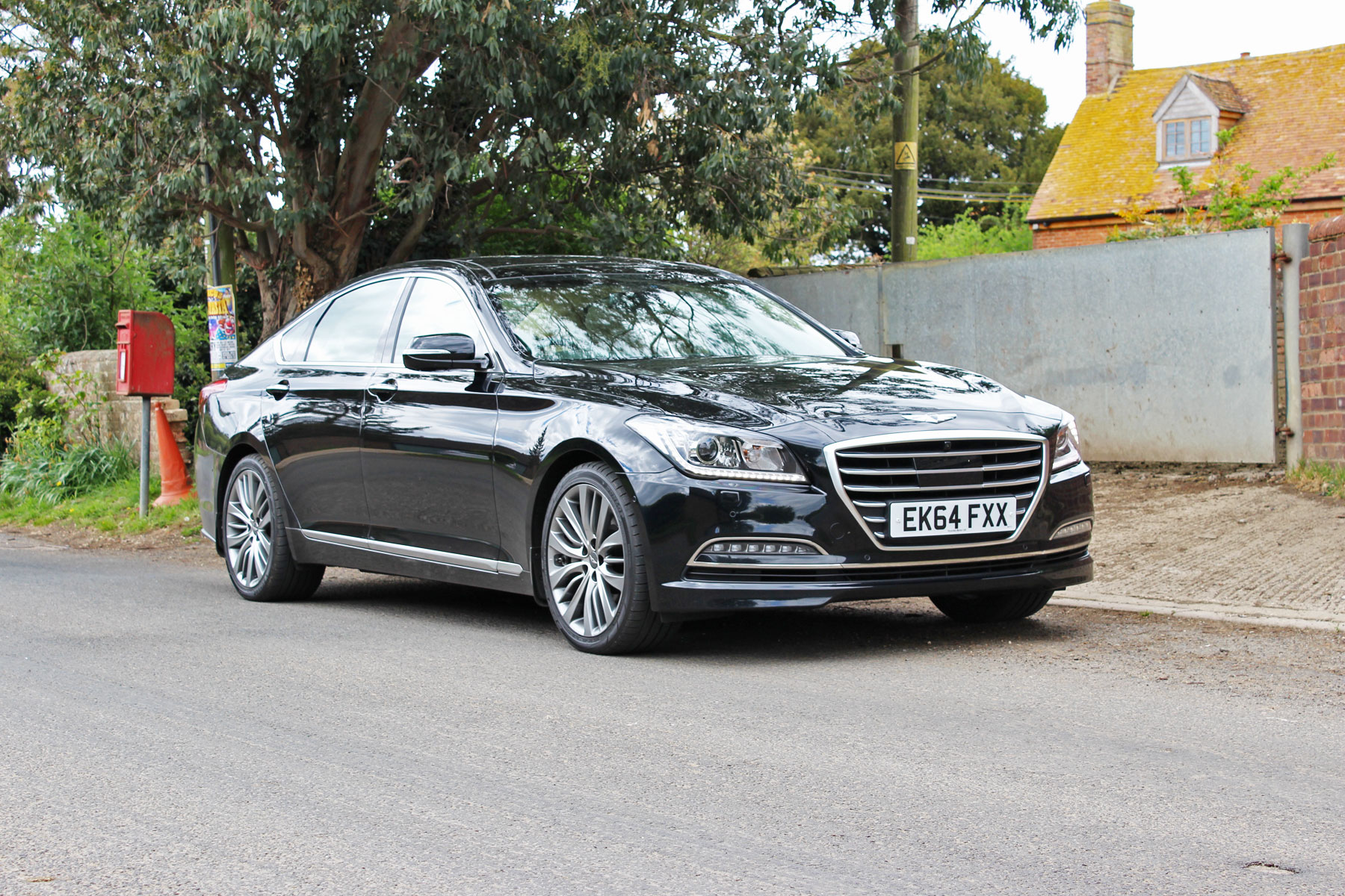 Hyundai Genesis review: 2015 UK first drive