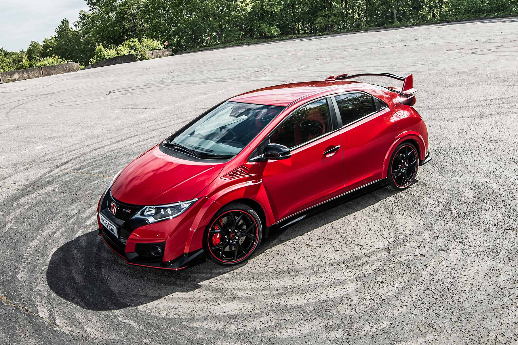 7 ways the honda civic type r rewrites the hot hatch rulebook motoring research. Black Bedroom Furniture Sets. Home Design Ideas