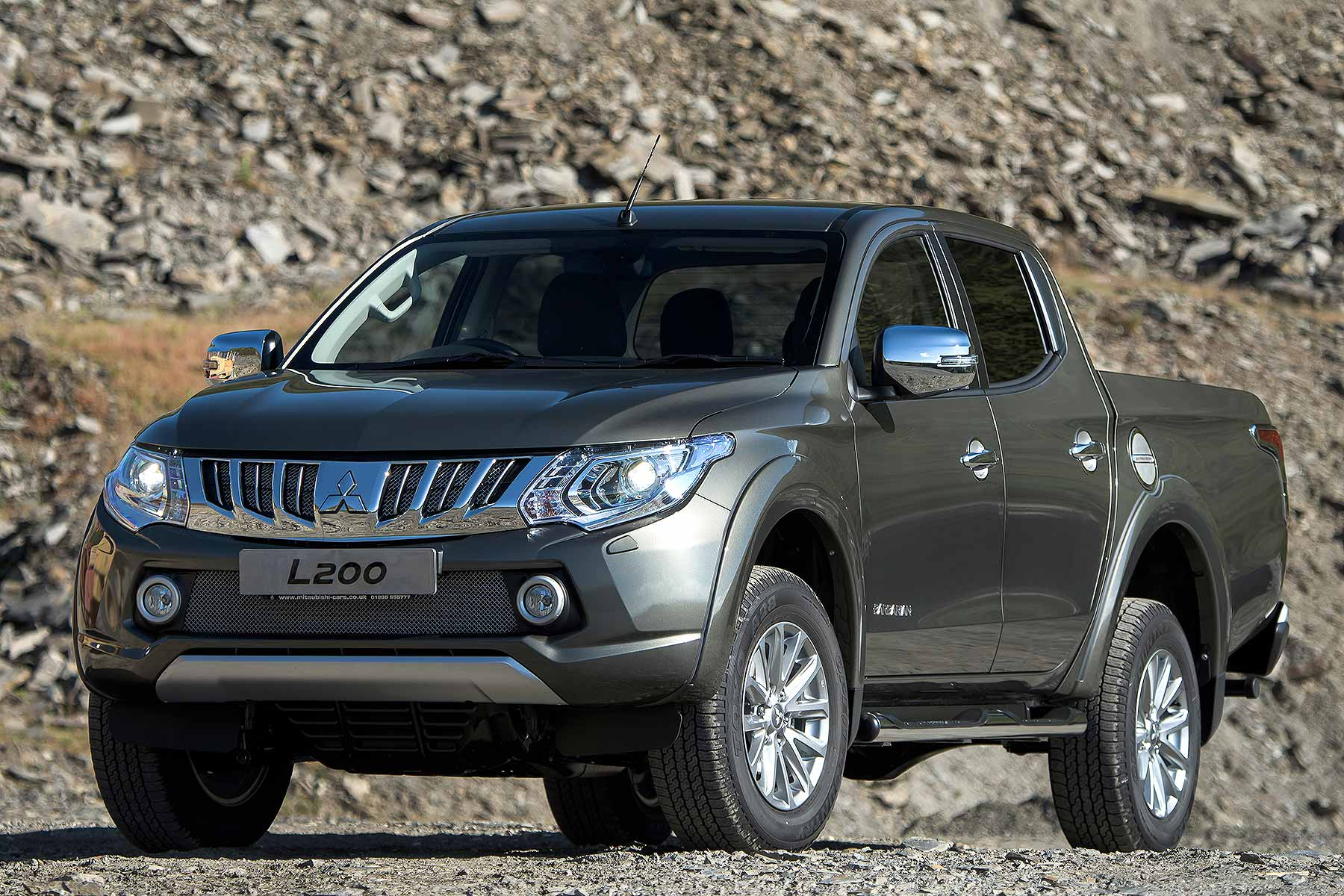 Mitsubishi L200 review 2015