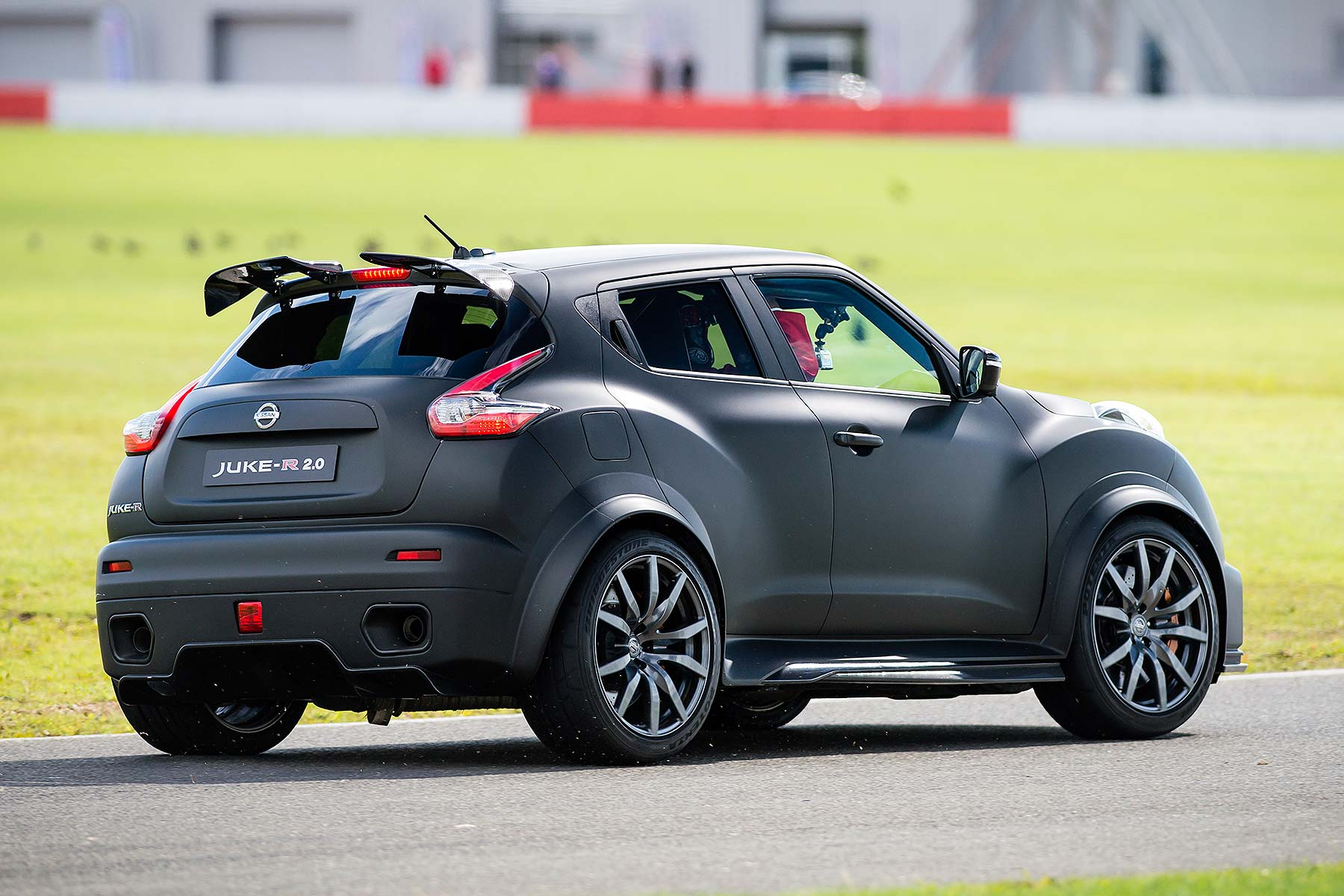 nissan juke r 2 0 review 2015 first drive motoring research. Black Bedroom Furniture Sets. Home Design Ideas