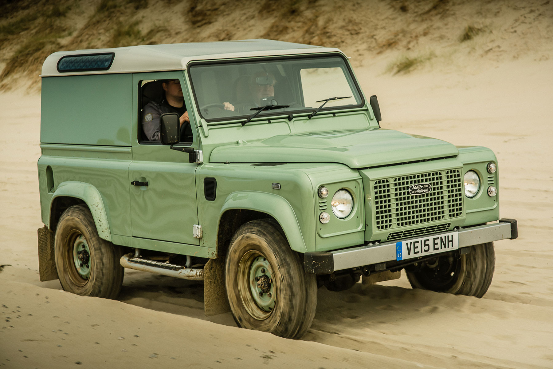 2015 Land Rover Defender Heritage: on the road