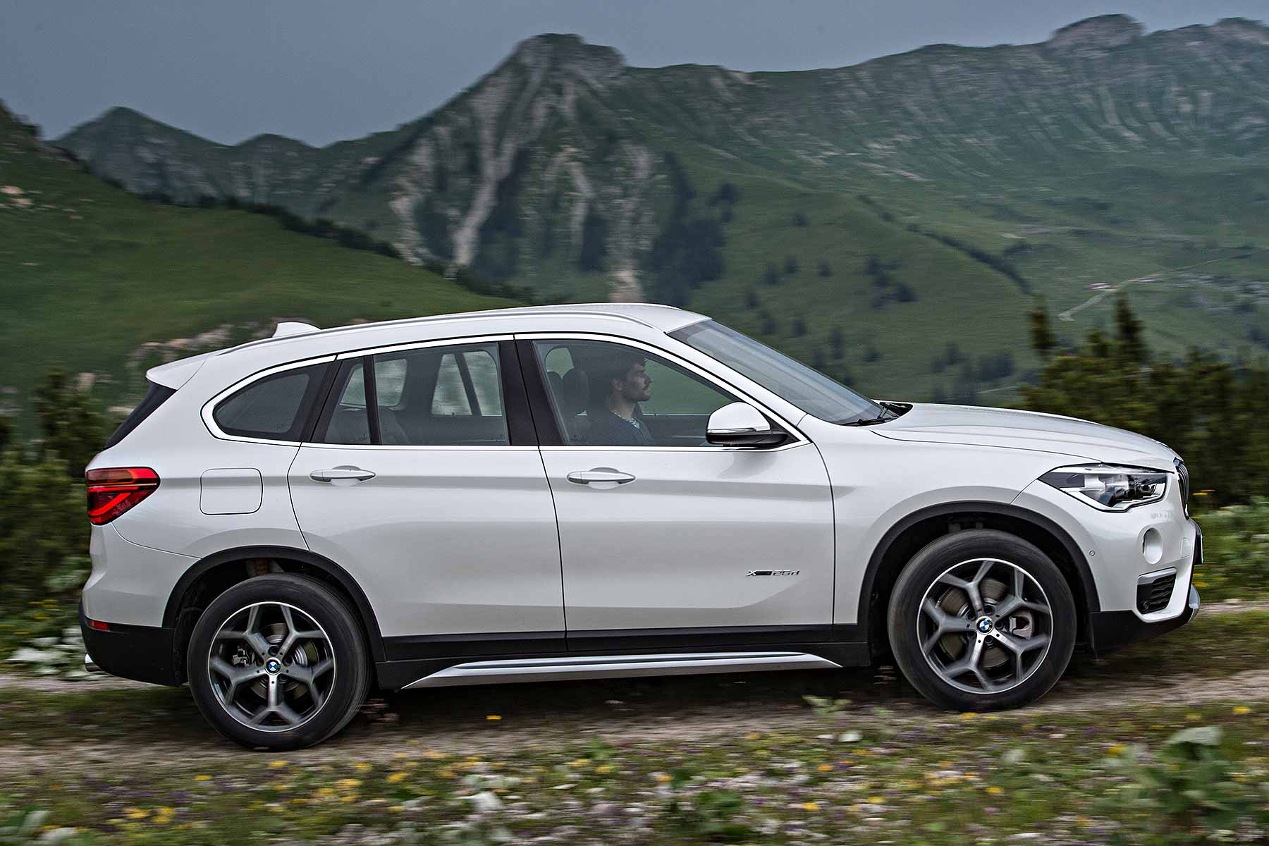 Bmw X1 Review 2015 First Drive Motoring Research