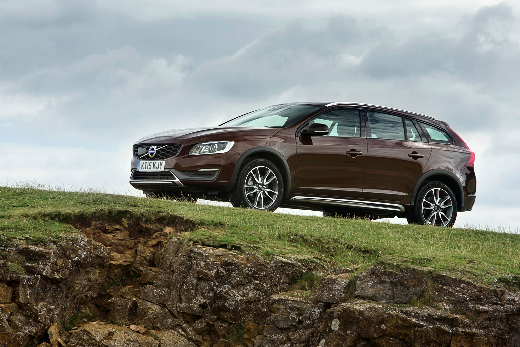 volvo v60 cross country review 2015 first drive. Black Bedroom Furniture Sets. Home Design Ideas