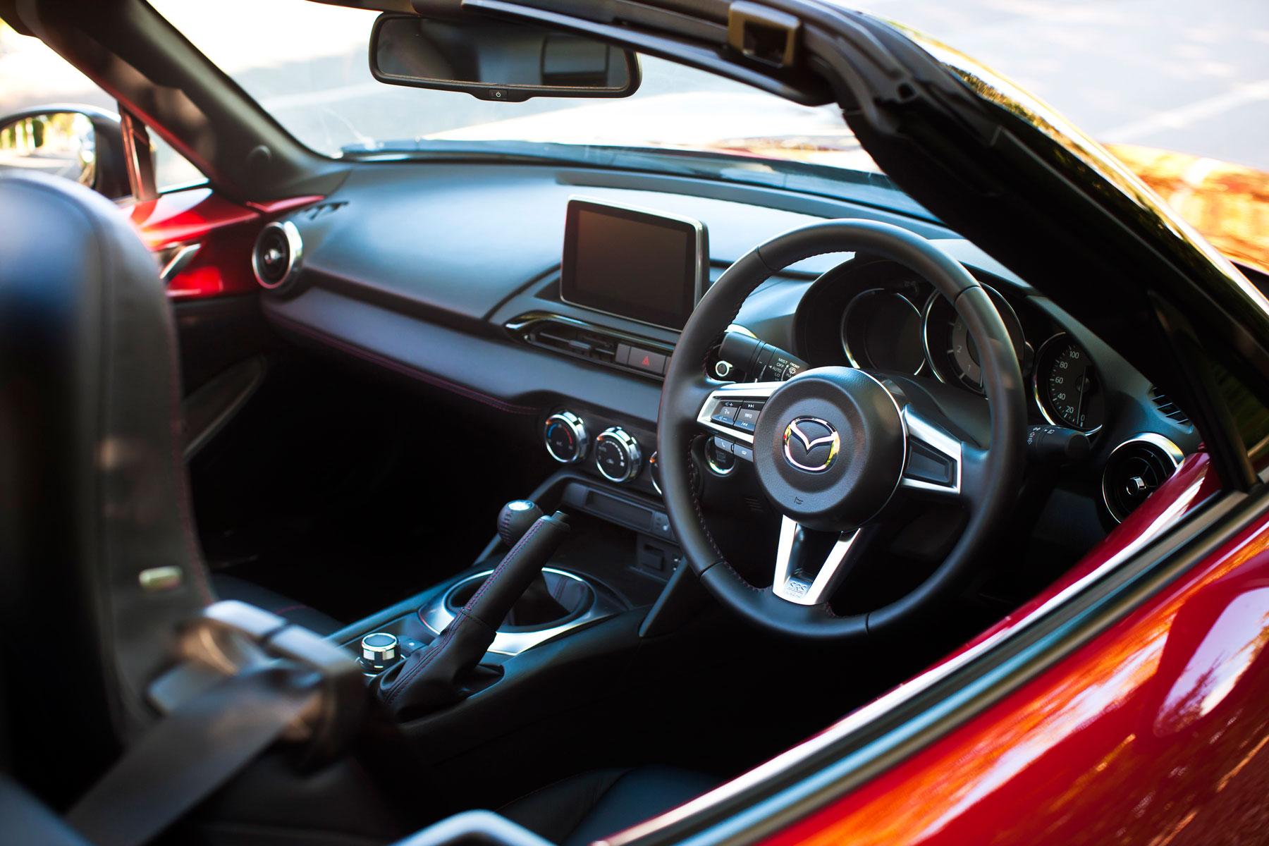 Mazda MX-5: on the inside