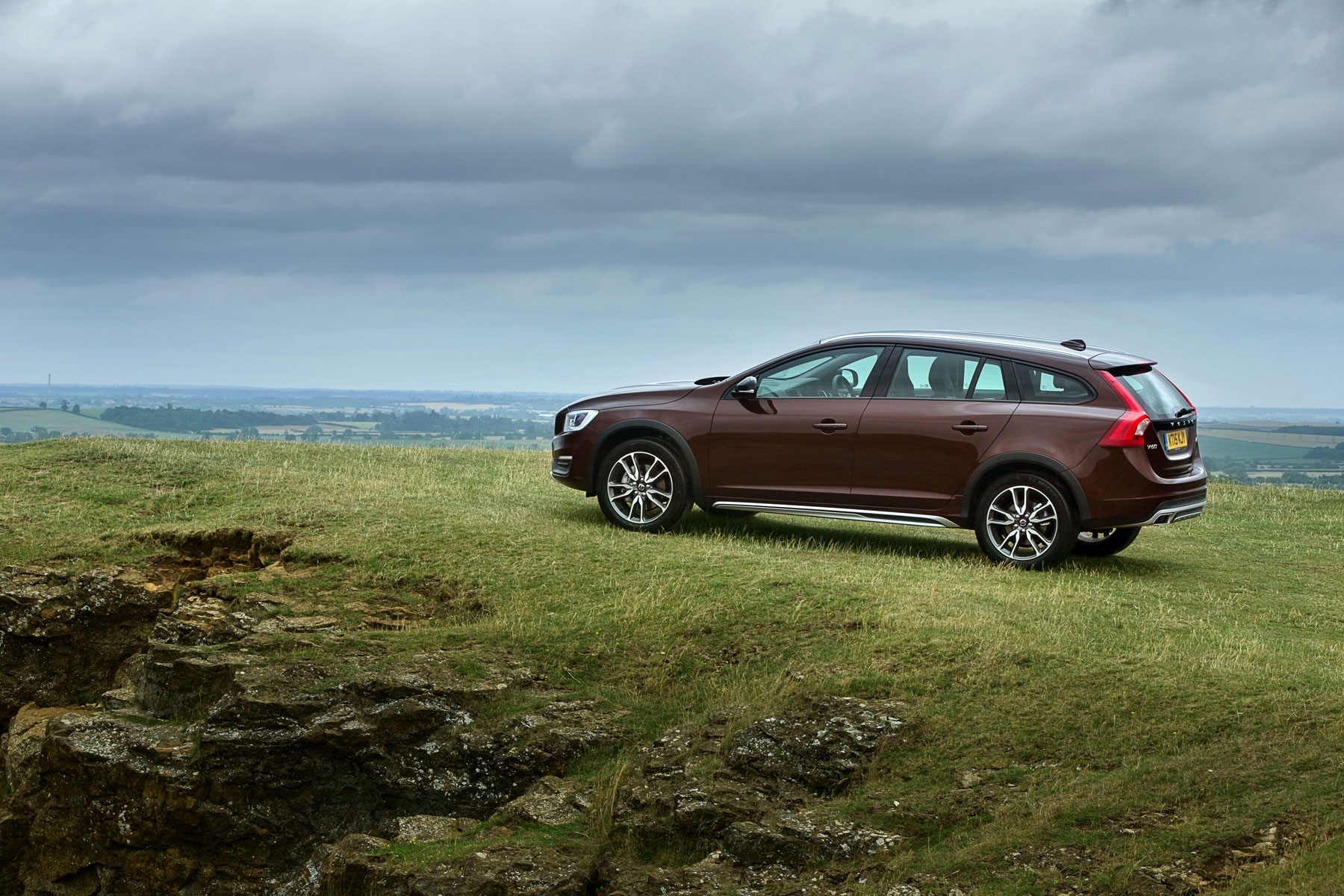 volvo v60 cross country review 2015 first drive motoring research. Black Bedroom Furniture Sets. Home Design Ideas