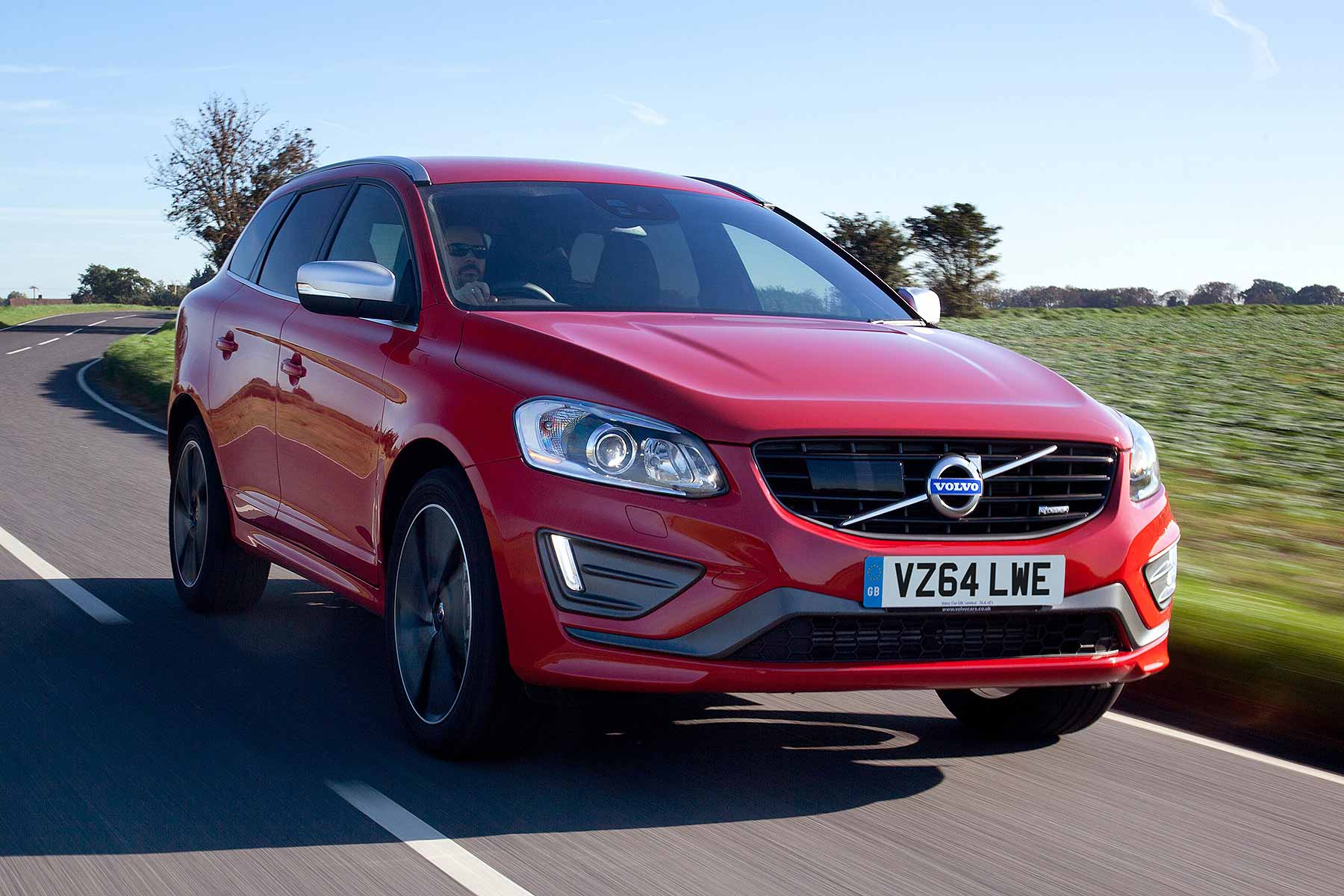 volvo xc  se lux nav geartronic review  road test motoring research