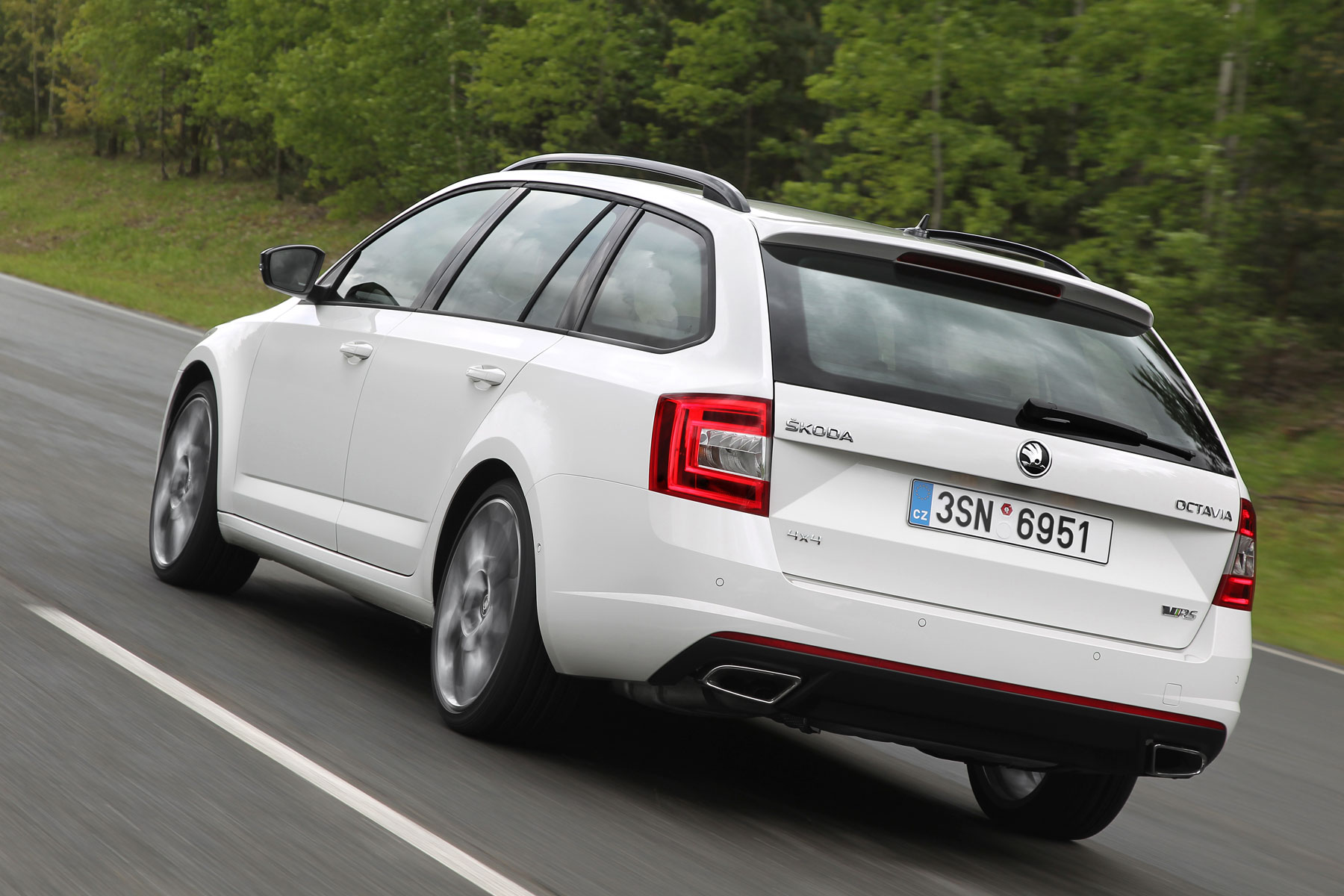 skoda octavia vrs 4x4 set for uk debut. Black Bedroom Furniture Sets. Home Design Ideas