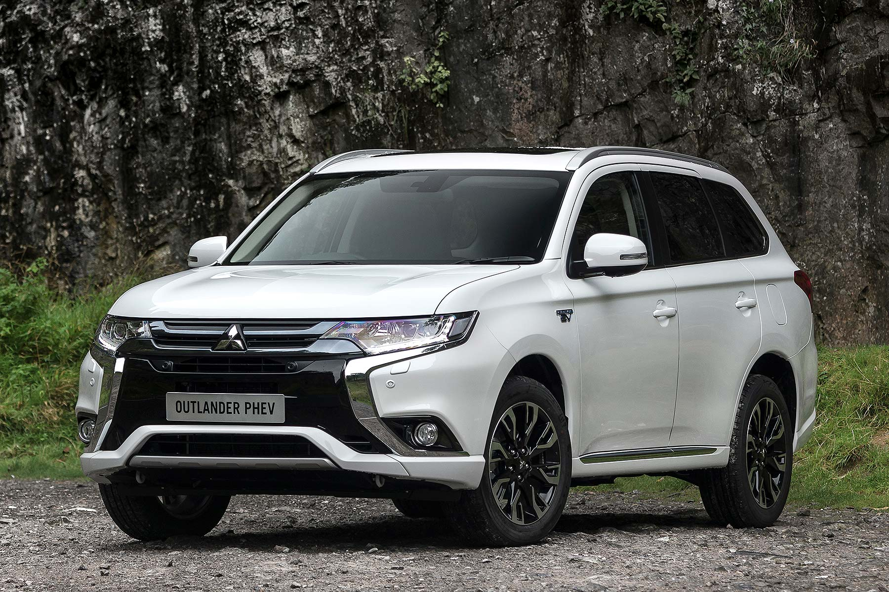 2016 mitsubishi outlander phev review uk first drive. Black Bedroom Furniture Sets. Home Design Ideas