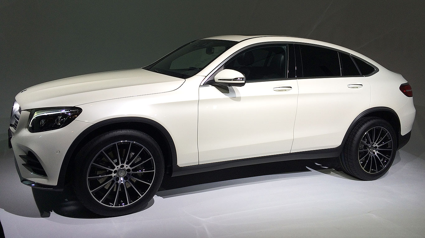 2016 mercedes benz glc coupe revealed in new york for Mercedes benz nyc