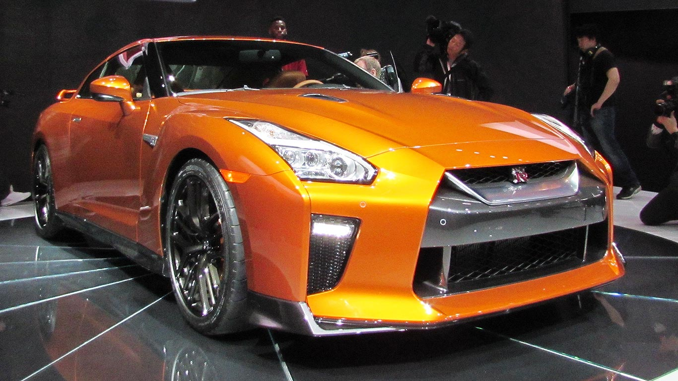 570hp nissan gt r 17my at the 2016 new york auto show. Black Bedroom Furniture Sets. Home Design Ideas