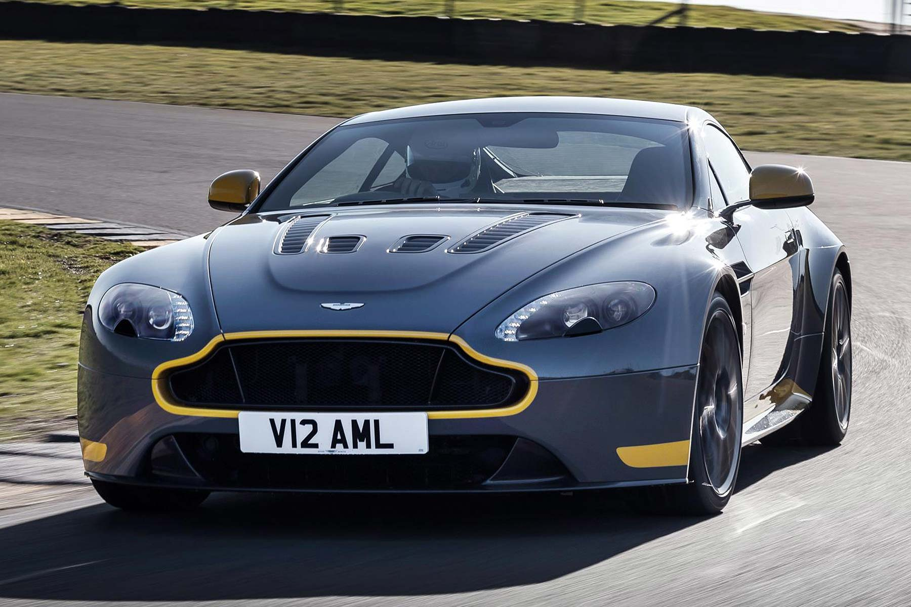 Aston Martin V12 Vantage S Manual Gearbox Version Revealed
