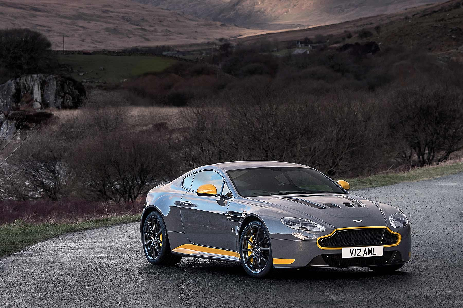 2016 Aston Martin V12 Vantage S 7-speed manual