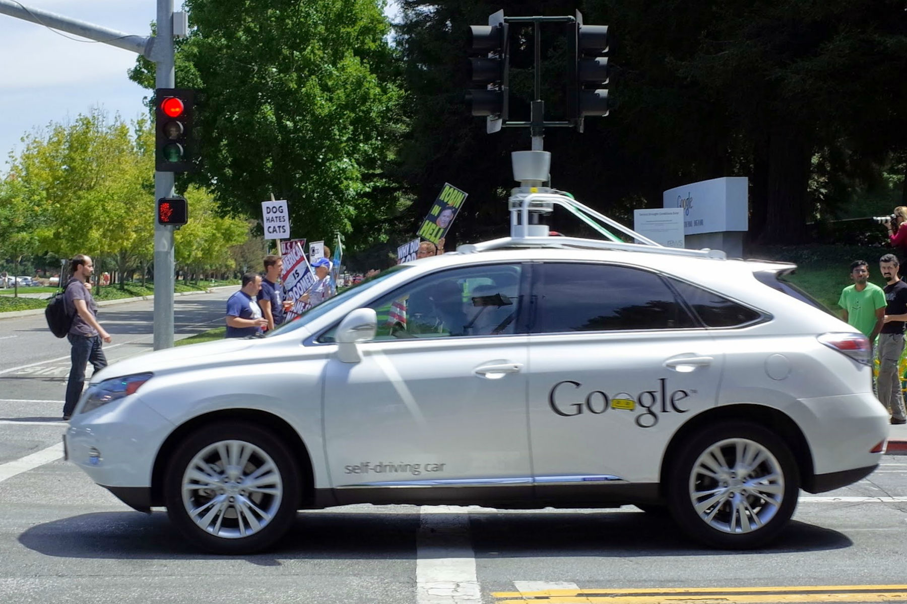 Google's self-driving cars can now beep at other road users