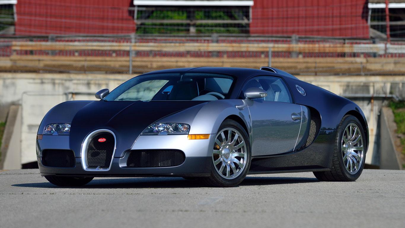 Supercar showdown at the Mecum Auctions Monterey sale
