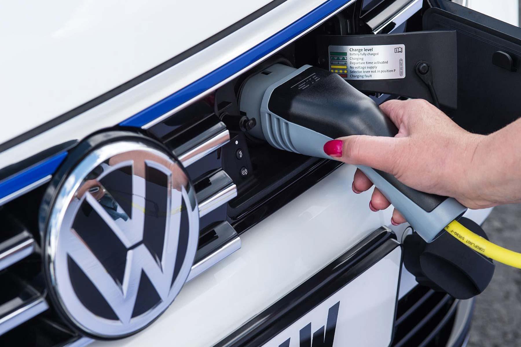 Volkswagen Passat GTE (2016)