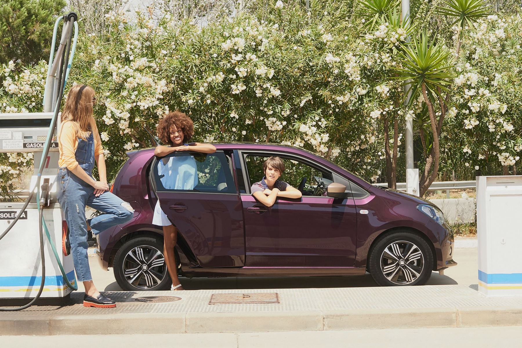 seat mii by cosmopolitan revealed a car created by women for women. Black Bedroom Furniture Sets. Home Design Ideas