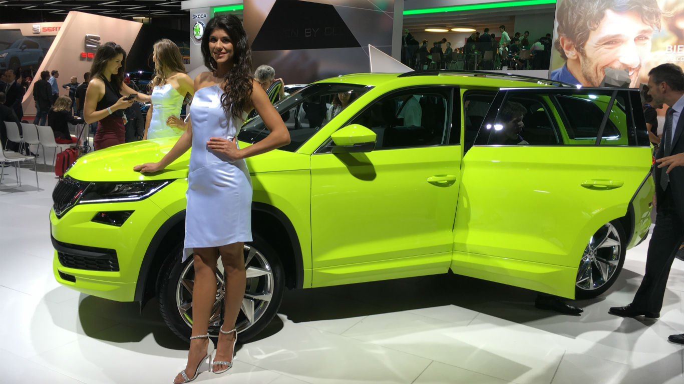 skoda kodiaq suv revealed at 2016 paris motor show. Black Bedroom Furniture Sets. Home Design Ideas