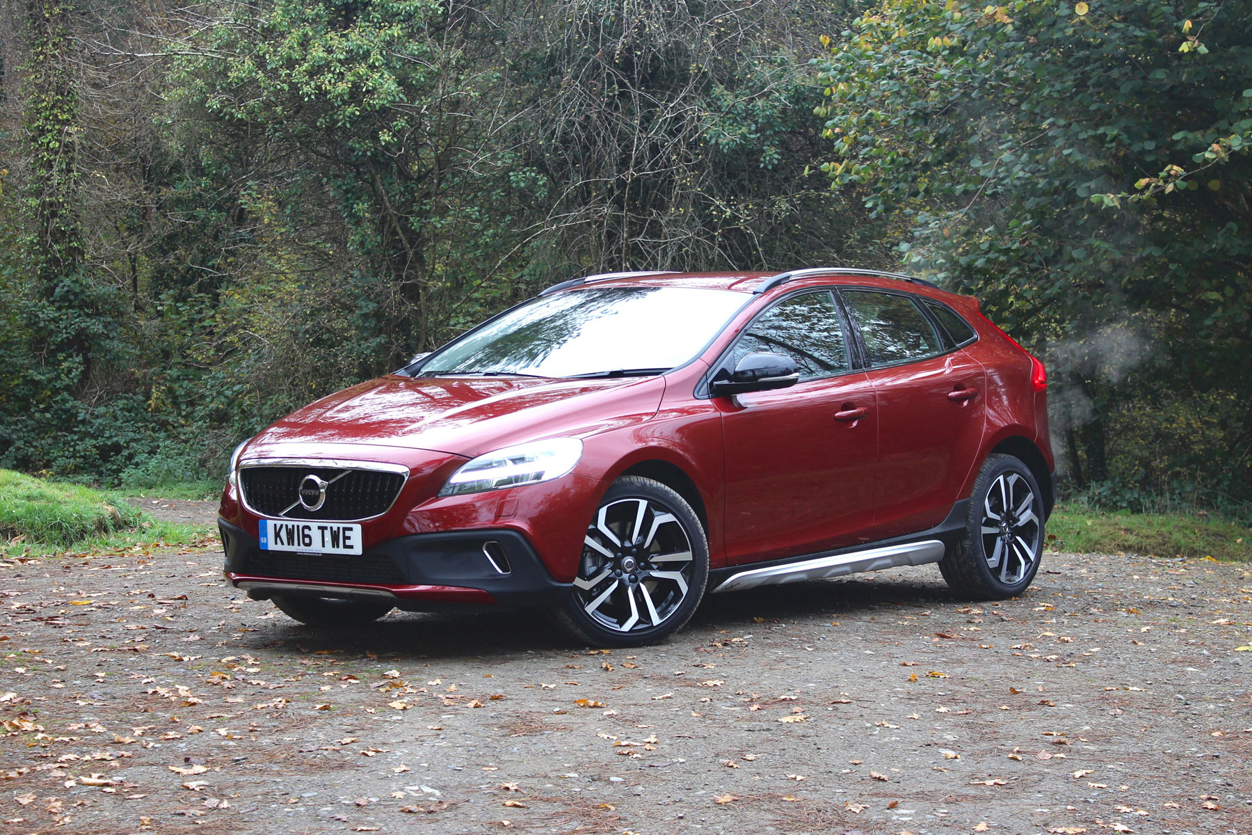 volvo v40 cross country t5 quick review the perfect winter hatchback. Black Bedroom Furniture Sets. Home Design Ideas