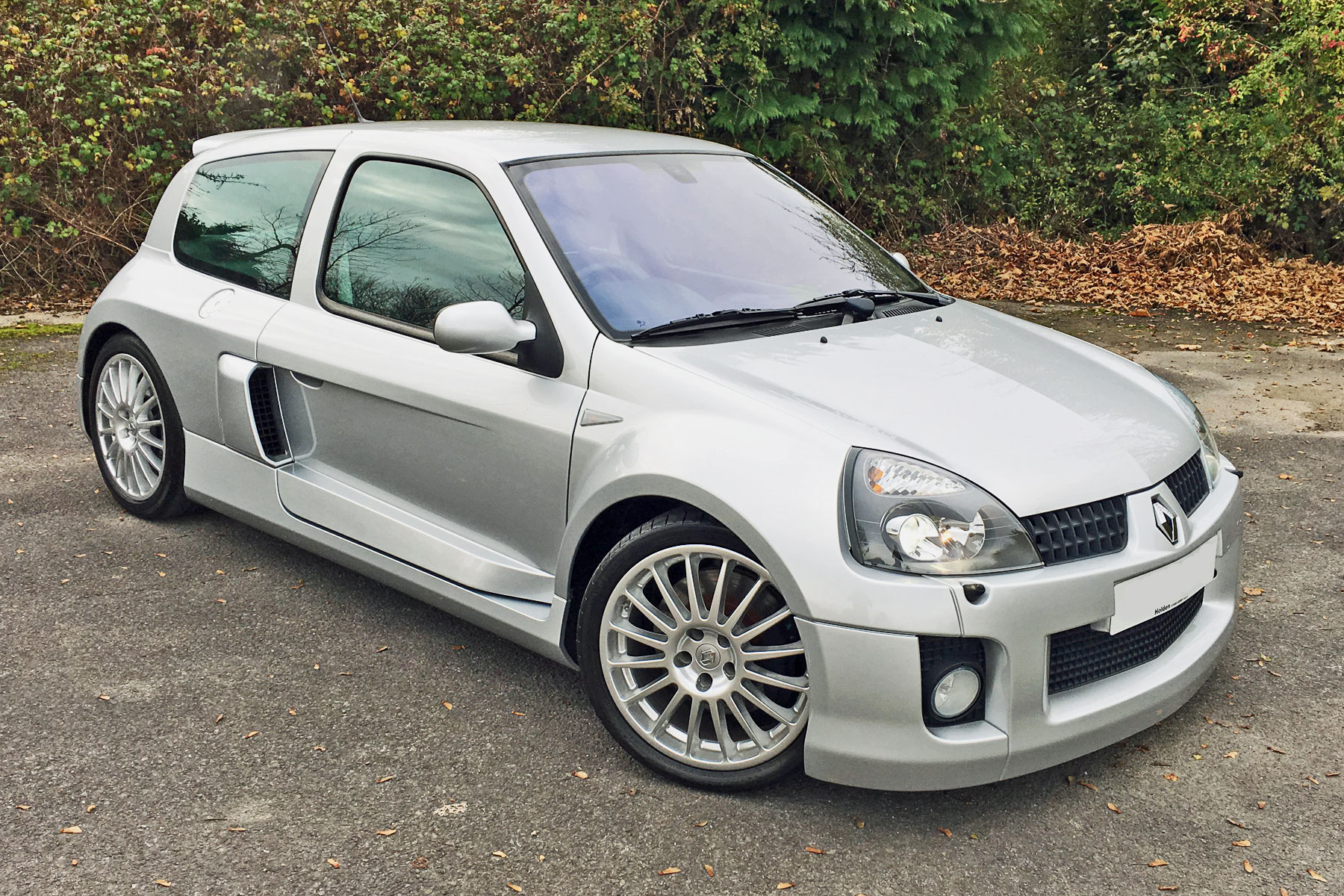 Renault Clio V6: Retro Road Test