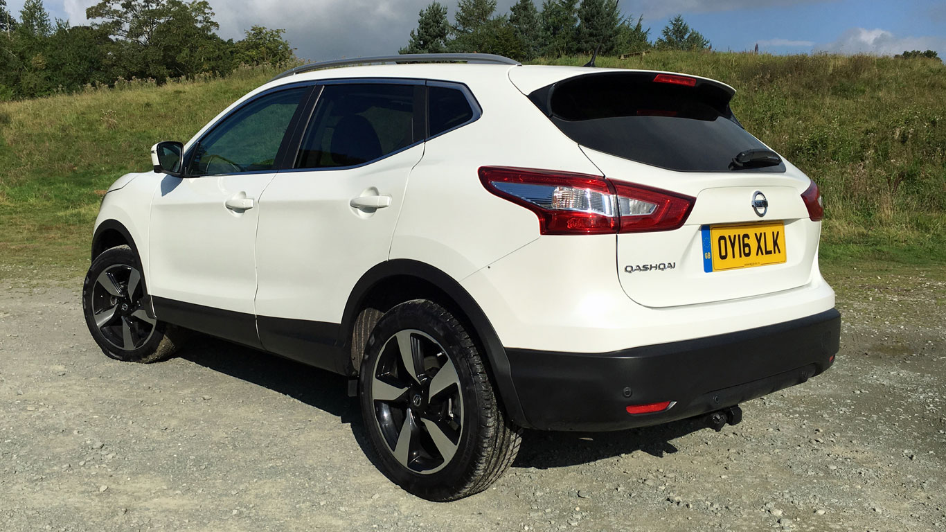 nissan qashqai n connecta 1 6 dci review the ultimate crossover. Black Bedroom Furniture Sets. Home Design Ideas