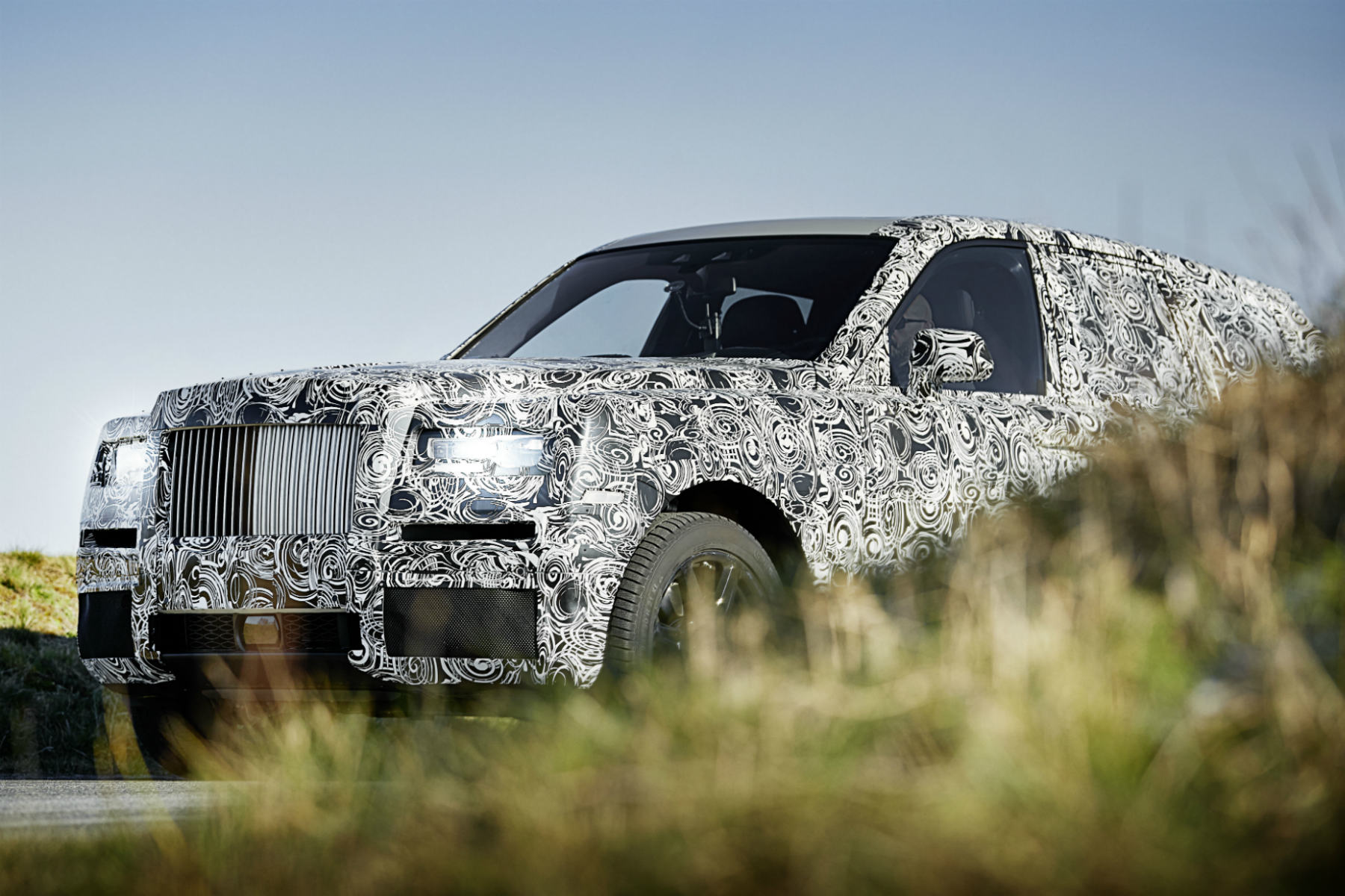 Rolls-Royce teases 2018 'Project Cullinan' SUV