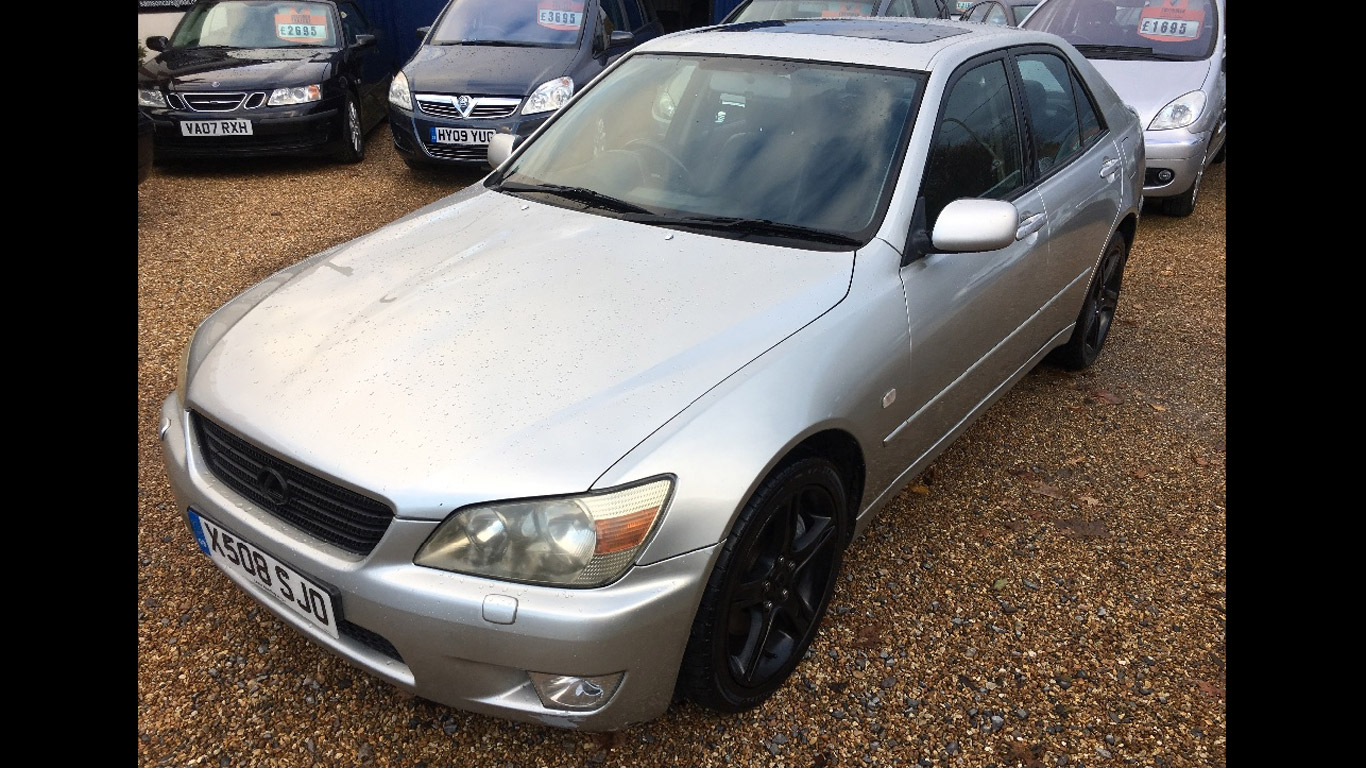 Lexus IS200 – £595