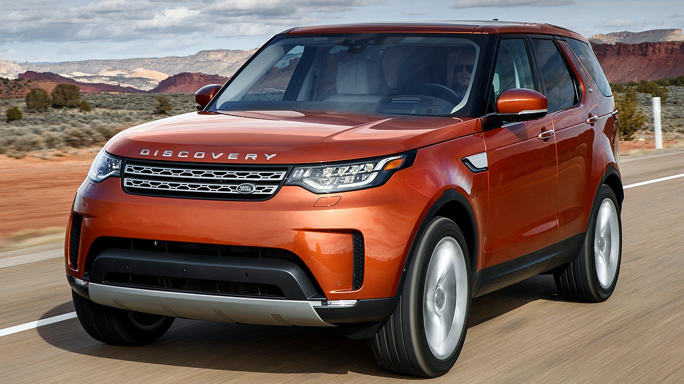 2017 land rover discovery review why the range rover should be worried motoring research. Black Bedroom Furniture Sets. Home Design Ideas