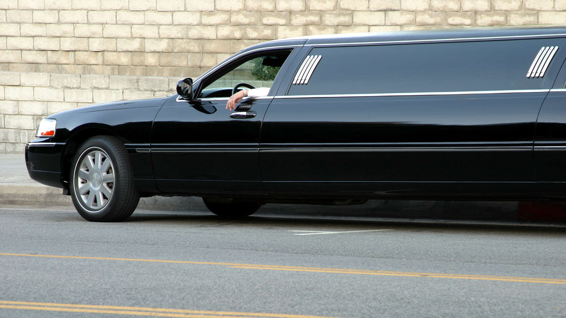 How to check the safety of your promo limo hire car