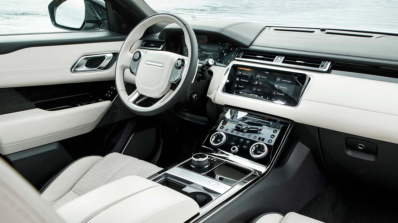 New range rover velar first drive the designer 39 s choice for Interieur range rover velar