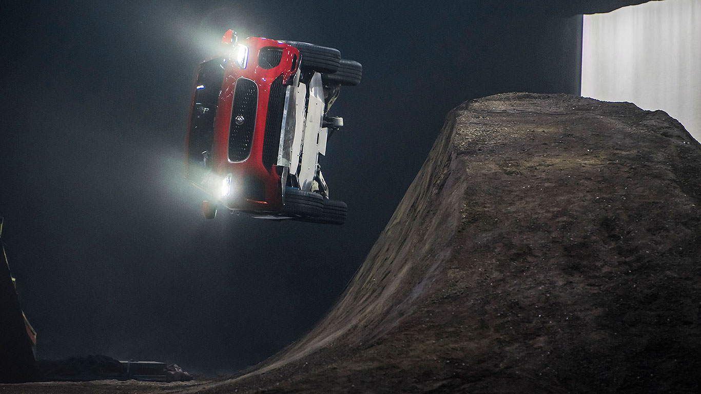 Jaguar E-Pace in record-breaking barrel roll
