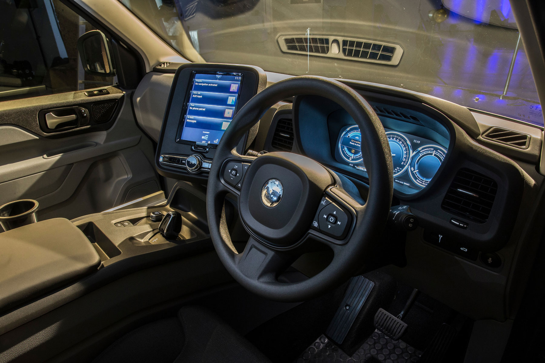 LEVC-TX-interior