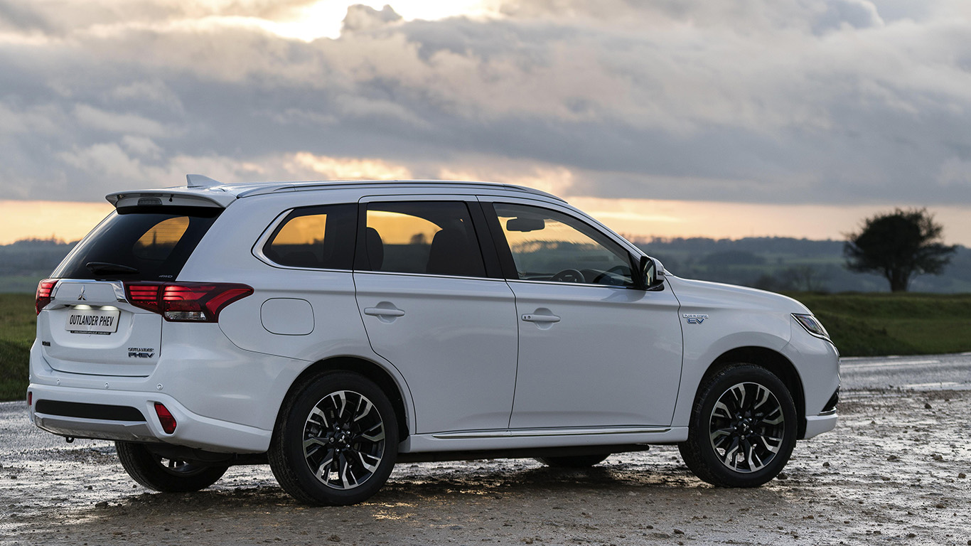 Mitsubishi Outlander Phev 34 305 46 055 The Best New Hybrid Cars 2017