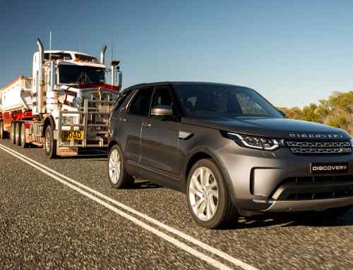 Land Rover Discovery pulls a 110-tonne road train