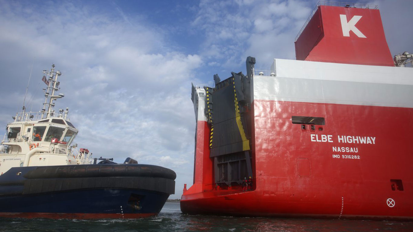 Greenpeace protesters have boarded a ship carrying diesel Volkswagens