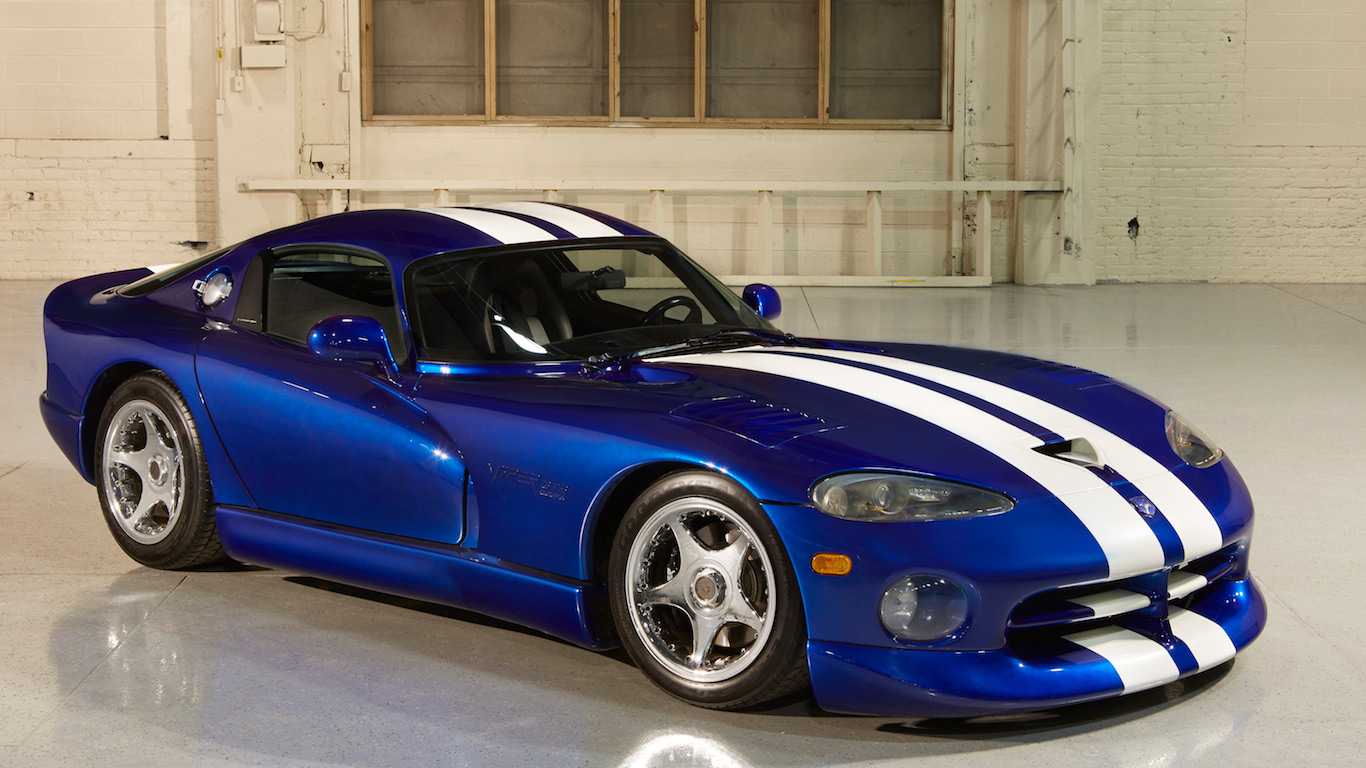 in pictures snakes alive the story of the dodge viper. Black Bedroom Furniture Sets. Home Design Ideas