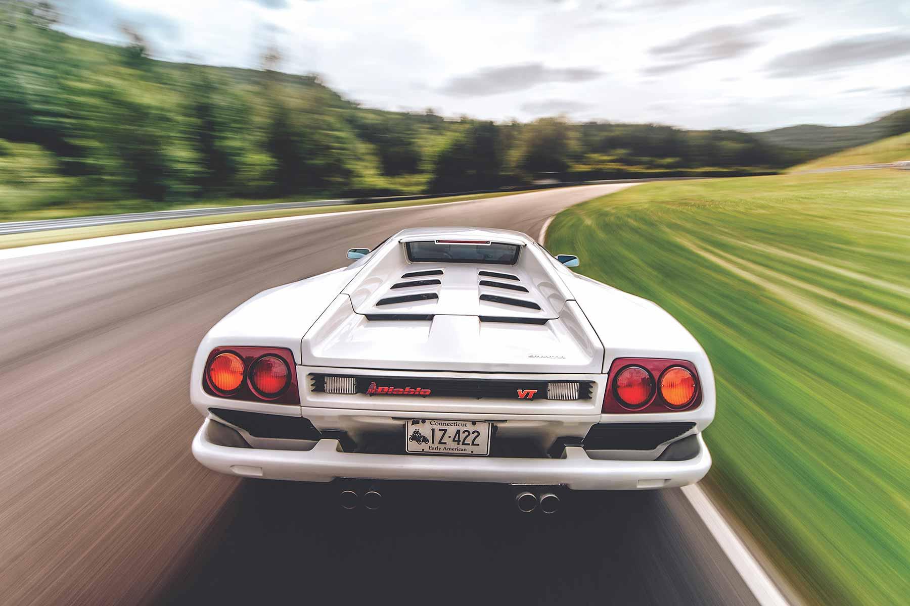 https://www.motoringresearch.com/wp-content/uploads/2017/12/1990%E2%80%932001-Lamborghini-Diablo.jpg