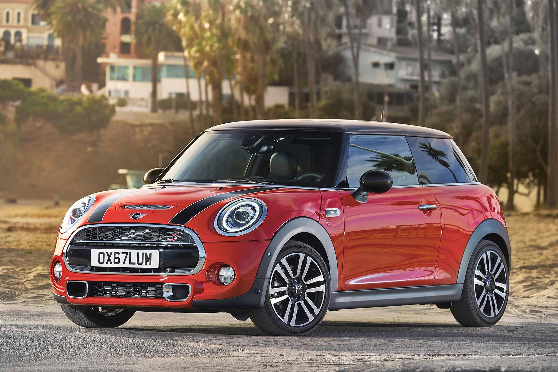 Mini 2018 Facelift >> The Mini Range Has Been Given A Mini Facelift Motoring Research