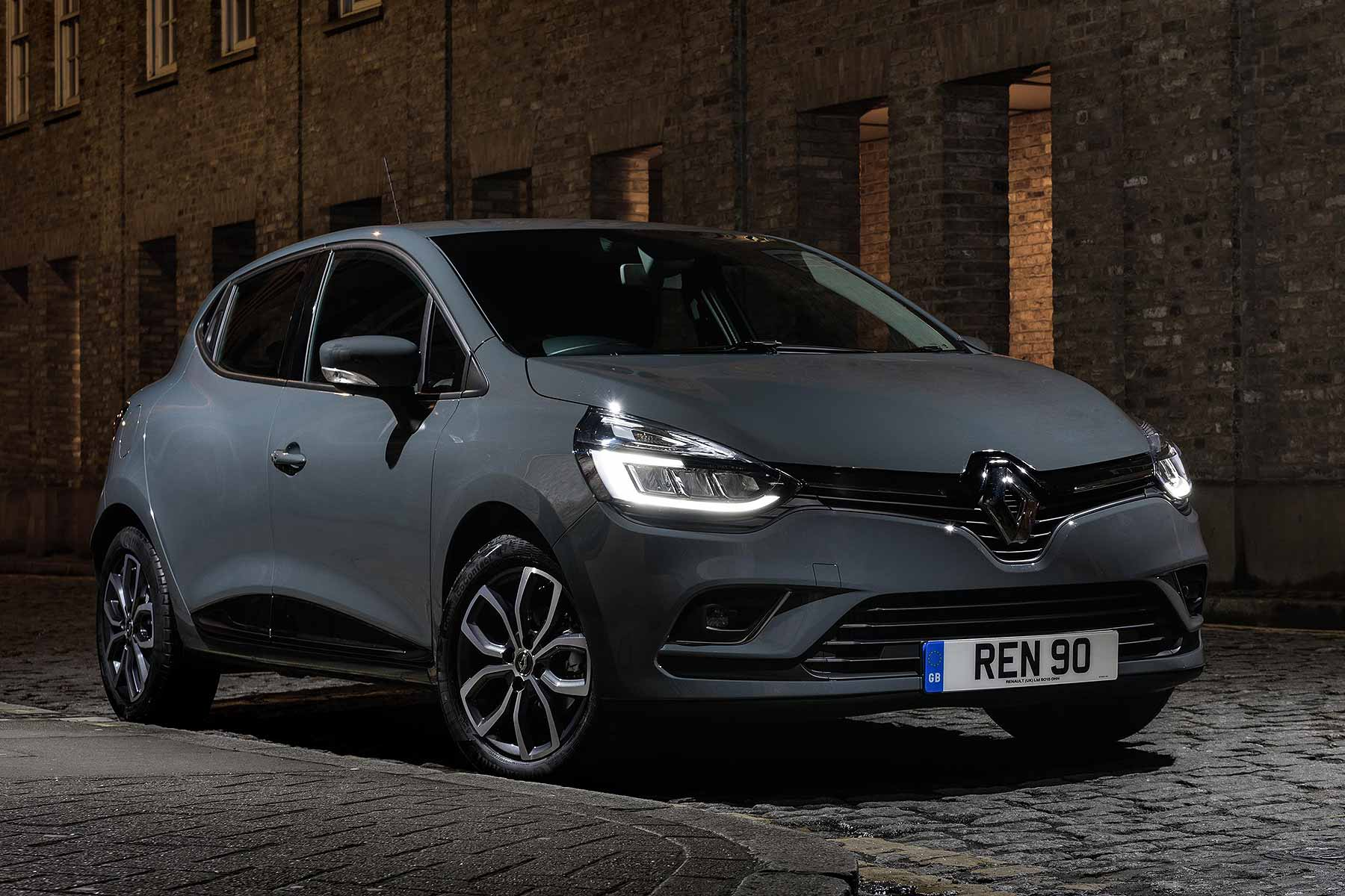 renault clio urban nav special costs from 149 a month motoring research. Black Bedroom Furniture Sets. Home Design Ideas